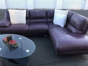 Beautiful leather sectional sofa for Sale in Phoenix, AZ