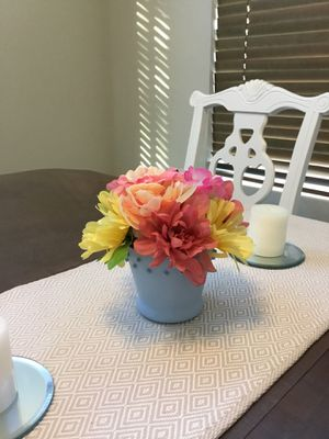 Farmhouse floral decor with vintage vase for Sale in Las Vegas, NV