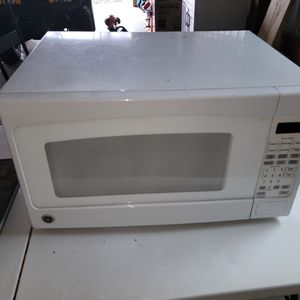 White Microwave for Sale in McClure, PA