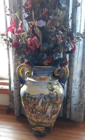 Antique vase for Sale in Hartford, SD