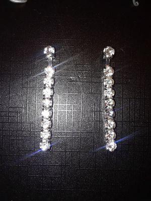 DIAMOND SOPHISTICATED EARRINGS for Sale in Las Vegas, NV