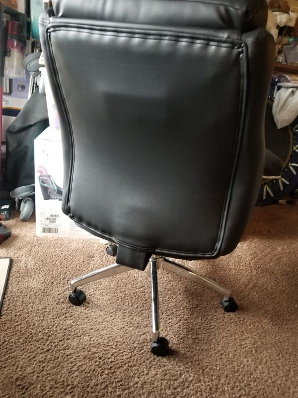 New blabk office chair leather