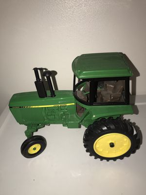 John Deere model tractor for Sale in Milwaukee, WI