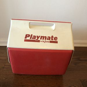 Igloo playmate pal cooler (Tribeca Manhattan) for Sale in New York, NY
