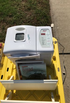 Welbilt Bread Maker with manual & recipe books for Sale in Belleville, NJ
