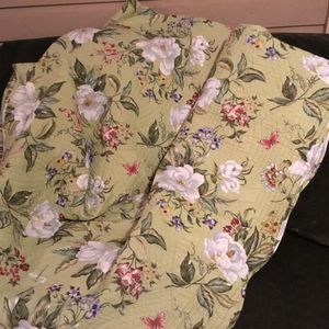 Cotton, queen size,, reversible quilt. for Sale in Mukilteo, WA