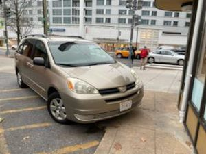 Toyota sienna 2004 for Sale in Silver Spring, MD