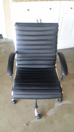 Like new computer chair for Sale in Huntington Beach, CA