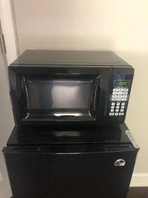 Hamilton Beach 0.9 Cu. Ft. Black Digital Microwave for Sale in Suwanee, GA