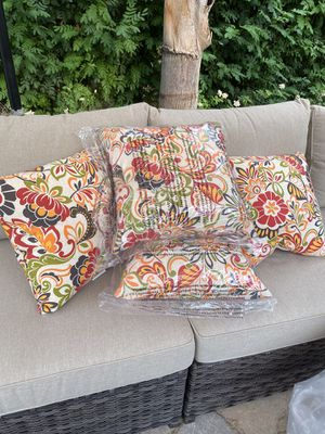Brand New Outdoor Furniture Throw Pillows (4) for Sale in Palm Desert, CA