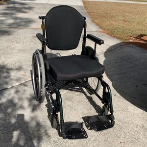 FREE Wheelchair, 300 pound weight limit for Sale in Orlando, FL