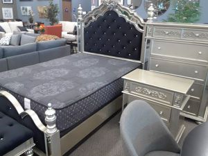 6PC QUEEN BEDROOM SET: QUEEN BED FRAME, DRESSER, MIRROR, NIGHTSTAND, CHEST OF DRAWER, TRUNK for Sale in Antioch, CA