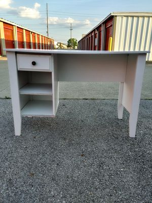 White Desk for Sale in Columbus, OH