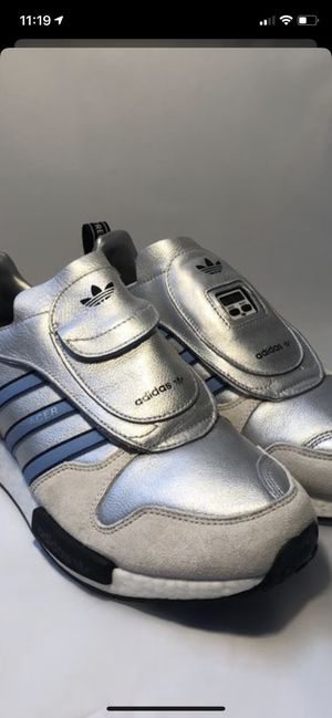 Adidas Micro_R1 Platinum Metallic/Azusua-Footwear Black. Size 11. for Sale in Broomfield, CO