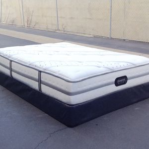 QUEEN SIMMONS BEAUTYREST MATTRESS AND BOX SPRING for Sale in La Mesa, CA