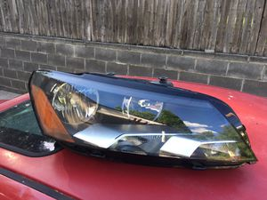 2014 Volkswagen Passat right headlamp for Sale in Silver Spring, MD
