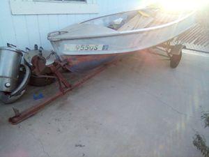 Aluminum fishing boat w/trailer for Sale in Hemet, CA