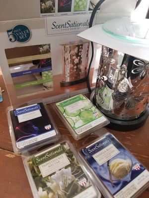 Warmer with 4 packs of scents for Sale in Laurel, DE