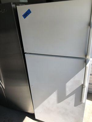 Hot point fridge w/ ice maker for Sale in Santa Ana, CA