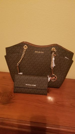 BEAUTIFUL AND PERFECT GIFT! SHE WILL ABSOLUTELY LOVE! for Sale in Keller, TX