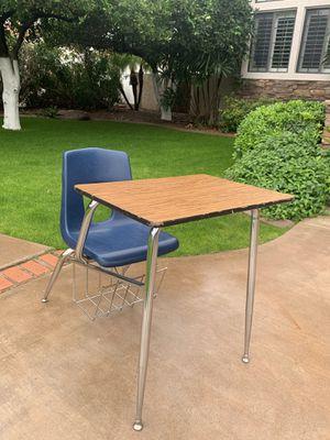 kids desk for Sale in Mesa, AZ