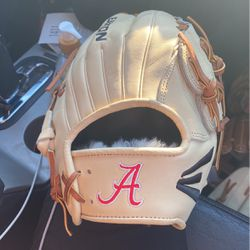 Alabama Crimson Tide College Issue Pitchers Baseball Glove 12 inch Easton for Sale in Los Angeles,  CA