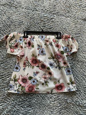 Medium floral off the shoulder blouse for Sale in Fort Worth, TX