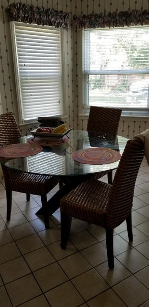 Kitchen table and chairs for Sale in Detroit, MI