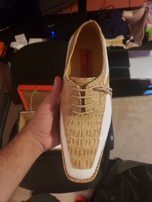 Size 10 tan and white mens dress shoe for Sale in Cleveland, OH
