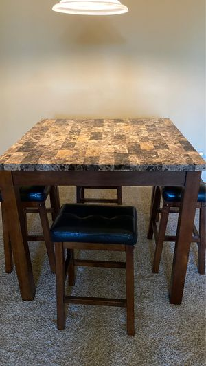 Kitchen table w 4 stools for Sale in Manteca, CA