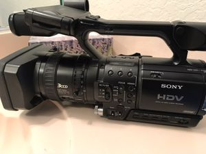Sony DVCAM HDV 1080i (includes 2 dozen brand new mini DV tapes) for Sale in Hialeah, FL