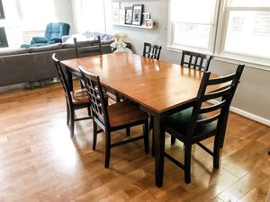 Dining Room Table and 6 chairs for Sale in Aspen Hill, MD