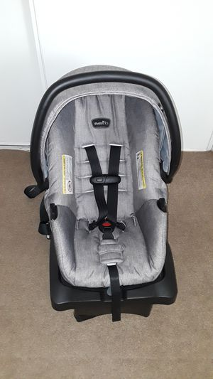 Practicaly new baby car seat with base. for Sale in Riverside, CA