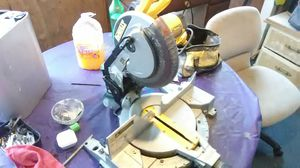 "Dewalt Dw713 Single Bevel Compound Corded Miter Saw, 15 Amp, 120 V, 10"" Dia for Sale in Seattle, WA"