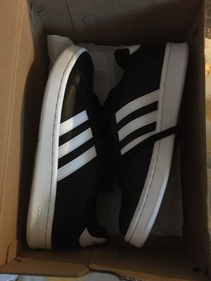 Sneakers adidas for Sale in Franklin, MA