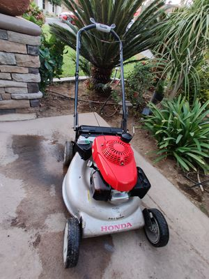 Honda self-propelled lawn mower we're working condition no bad for Sale in Riverside, CA
