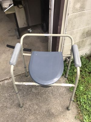 Portable potty with adjustable legs for Sale in Pottsville, PA