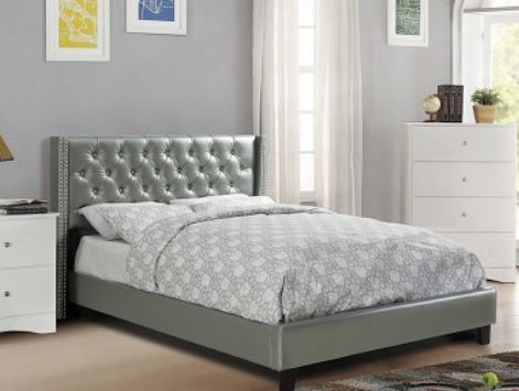 Queen Bed with Mattress 📦