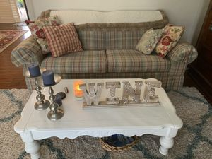 Broyhill beautiful couch and loveseat for Sale in Plantation, FL