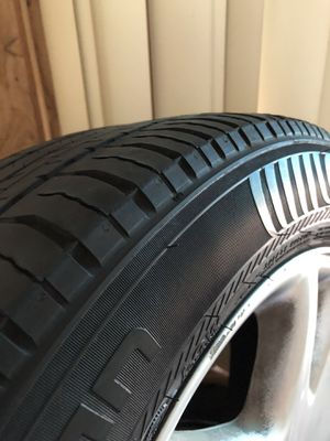 Mercedes s500 2003 17 inch rims+tires for Sale in St. Petersburg, FL
