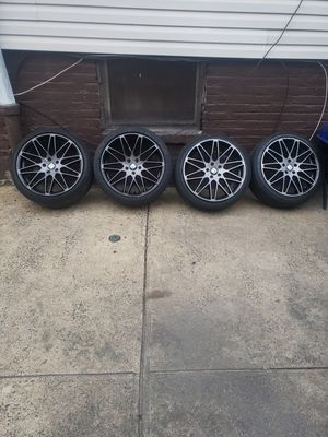 $450 1 is a lil scuft up from a flat needs 1 tire for Sale in Jersey City, NJ
