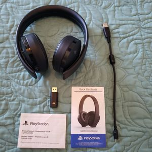 Sony Playstation 4 Gold Wireless Headset, Jet Black for Sale in Victorville, CA
