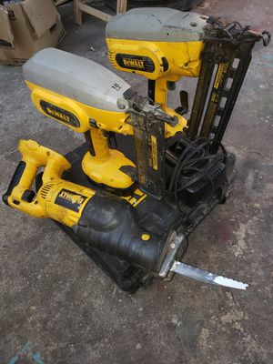Nail gun xrp ,gauge nail and soso 18v 2 batería and charge for Sale in City of Industry, CA