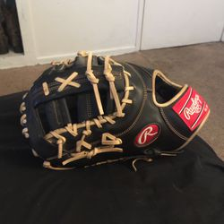 Rawlings Glove 1st Base. (lefty) for Sale in Claremont,  CA