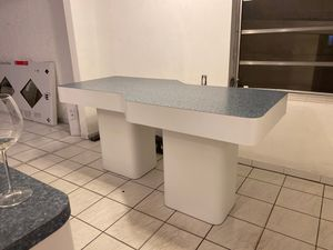 Free dining table MUST GO TODAY OR TOMORROW MORNING for Sale in Hollywood, FL