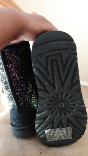 Girls UGG boots size 6 girls for Sale in Austell, GA
