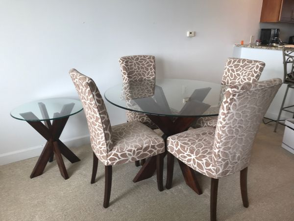 Pier1 dining table with matching coffee & end table