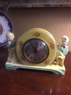 Antique vintage adorable 9x6 clock. Perfect for any room. WORKS!!!! 22.00. 4211 S. Lamar and Ben white. South Austin Austin Gift co booth 956D for Sale in Austin, TX