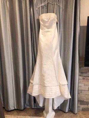 Satin wedding dress size 6 for Sale in San Diego, CA
