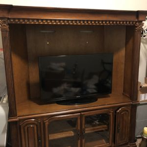 Wooden Entertainment And Samsung 40 Inch TV for Sale in Bothell, WA
